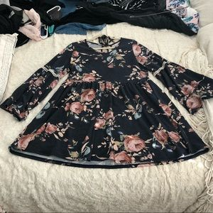 🍎SOLD🍎 Floral Empire Waist Keyhole Top Boutiq